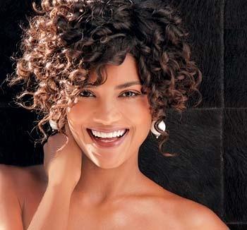 por un corte de cabello con un rizo natural y definido gracias a los productos especiales para pelo rizado aqu las mejores imgenes de cabello corto