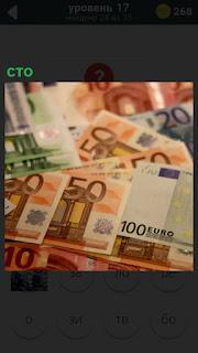 На столе лежат несколько купюр достоинством в сто евро