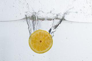 Chá de limão com mel para gripe