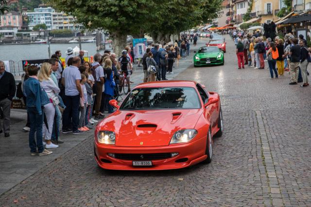 Orange Roter Ferari 550 Maranello (Koenig) auf den Sportcars Day 2018 in Ascona bei der Parade ins Maggiatal