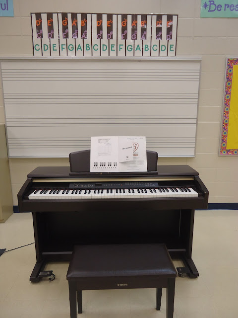 keyboard in orchestra classroom used for field trips