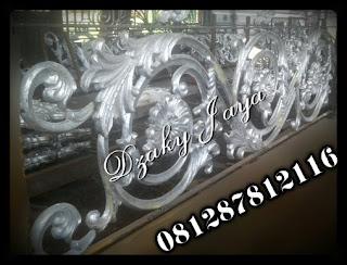 proses pembuatan Railing Tangga Besi Tempa Klasik dengan ornamen besi tempa khusus rumah mewah klasik