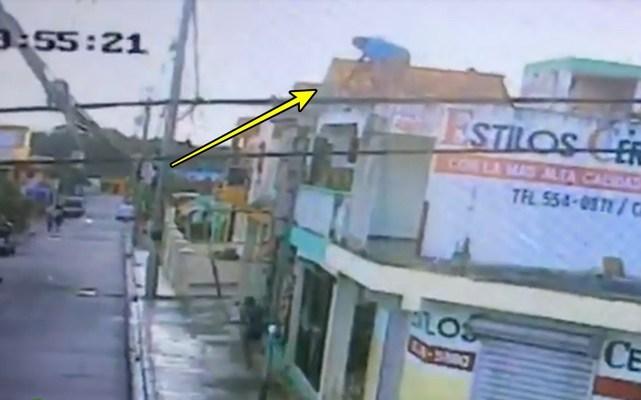 Video: Hombre cae de tercer piso persiguiendo a un ladrón