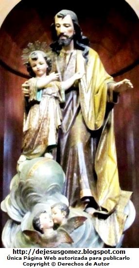 Imagen de San José con el niño Jesús, foto tomada en el Museo de Arte Religioso de la Catedral de Lima por Jesus Gómez