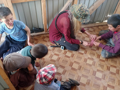 Kazachskie dzieci na wsi