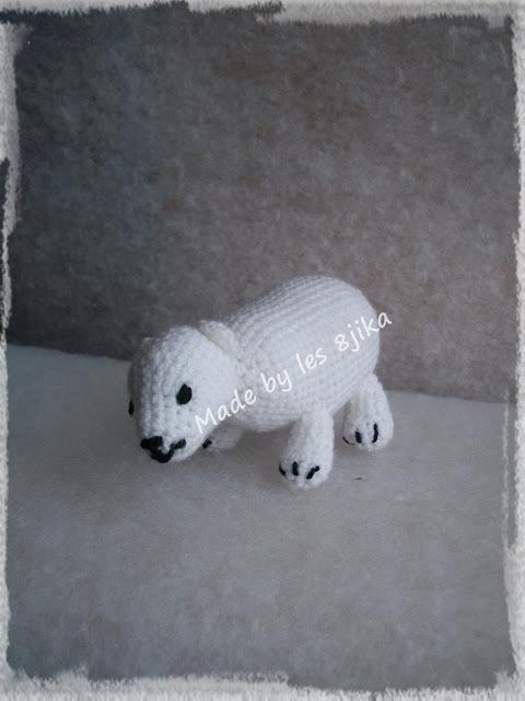 Ours blanc au crochet