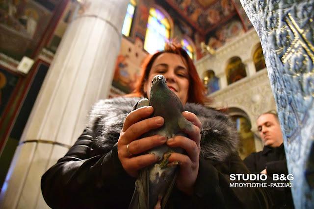 Ανάβιωσε το έθιμο με τα περιστέρια στην Ευαγγελίστρια Ναυπλίου (βίντεο)