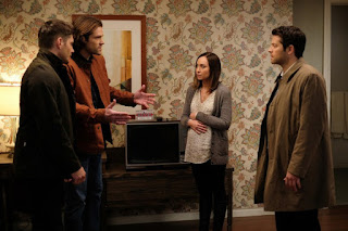 "Jensen Ackles as Dean Winchester, Jared Padalecki as Sam Winchester, Courtney Ford as Kelly Kline, Misha Collins as Castiel in Supernatural 12x19 ""The Future"""
