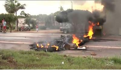 Manifestantes incendeiam prefeitura em Governador Newton Bello, no MA
