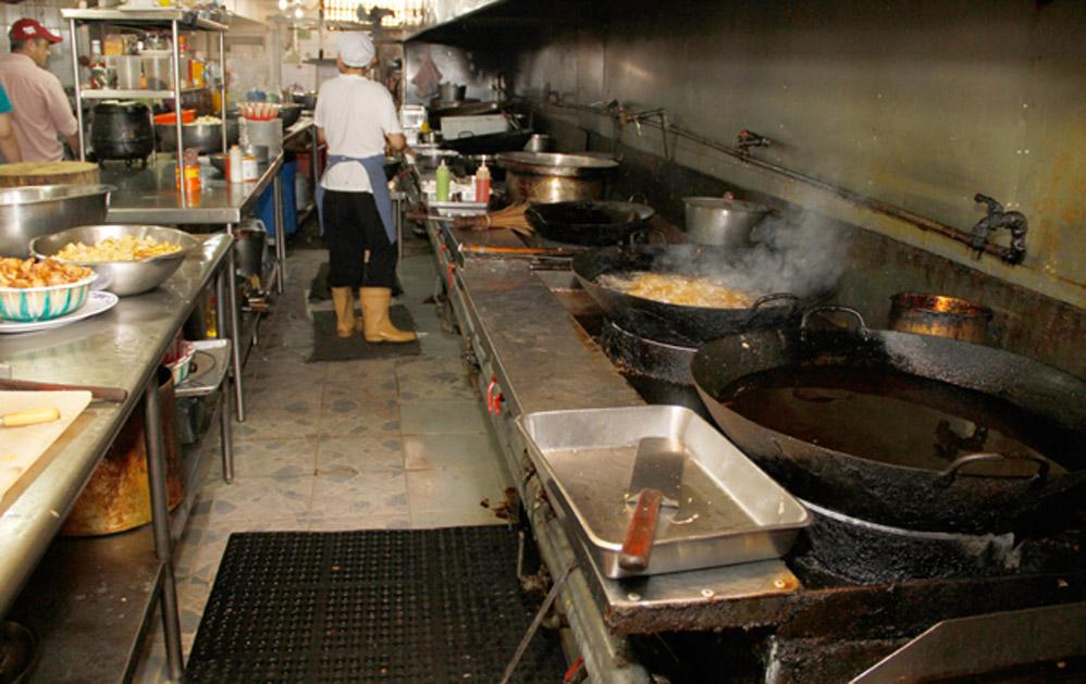 El Parroquiano: Impactantes fotos de la sucia cocina de un ...