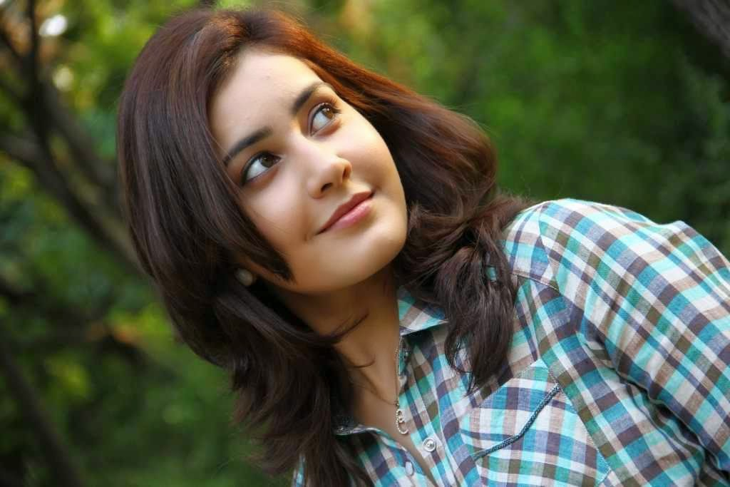 Actress RaashiKhanna Latest HD Images