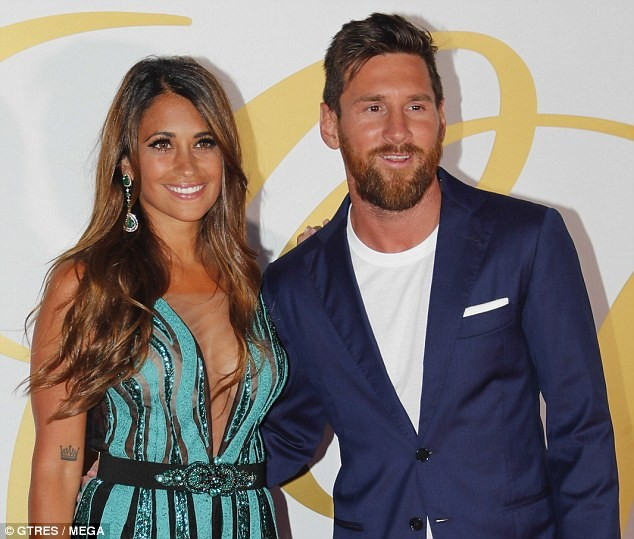 Lionel Messi Barcelona Star Accused Of Punching Liverpool: Football Legends And Their Gorgeous Wives Attend Glamorous