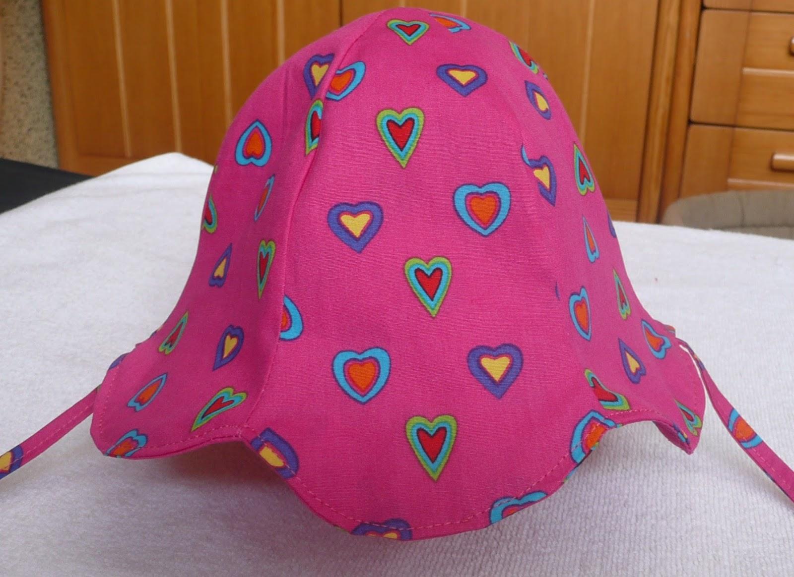 aea894192193b La petite robe a été réalisée suivant un modèle du magasine Burda enfants  (hors série n° 50) Le patron du chapeau se trouve sur le site de ...