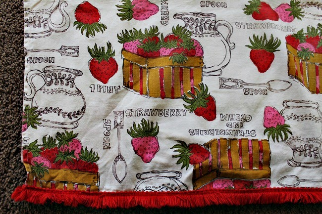 vintage 1950s 1960s strawberry novelty print fabric kitchen curtain