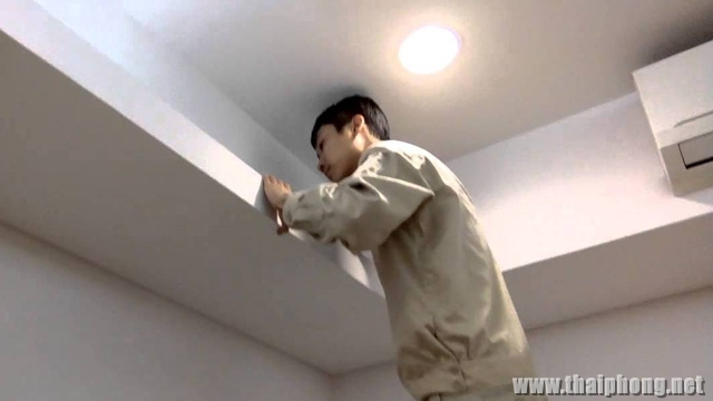 Thợ Lắp bóng đèn điện trang trí trần nhà