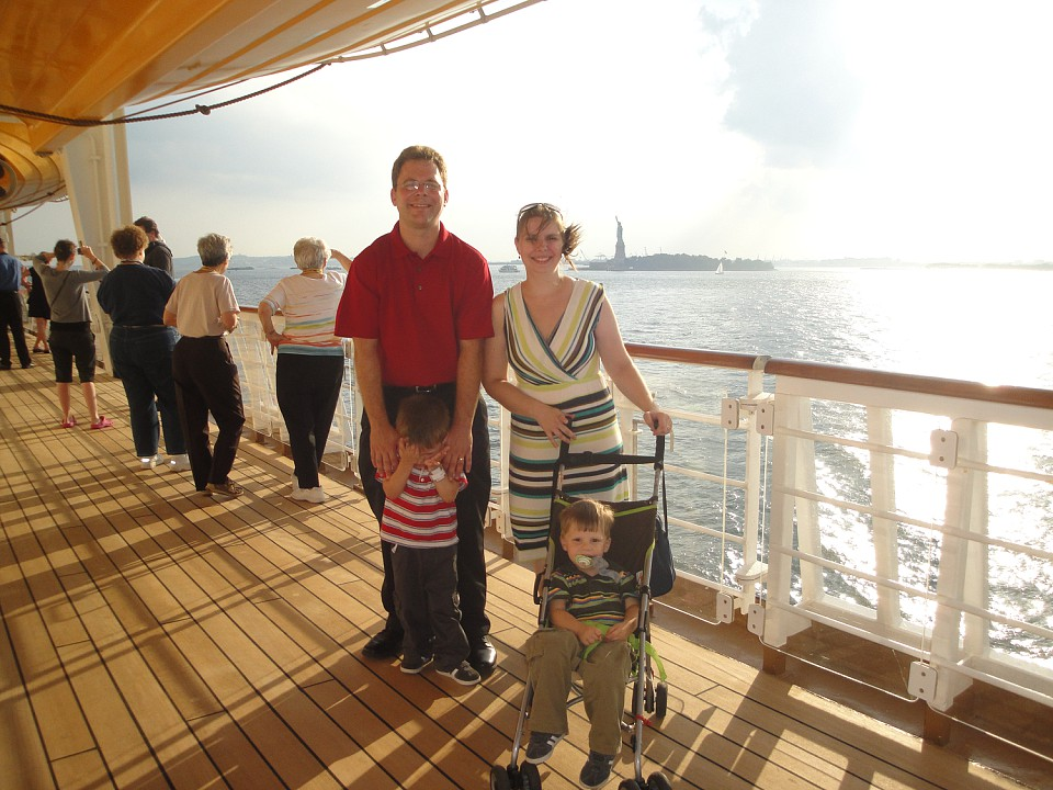 Midwest Family Food and Fun: We Love Disney Cruise Line!