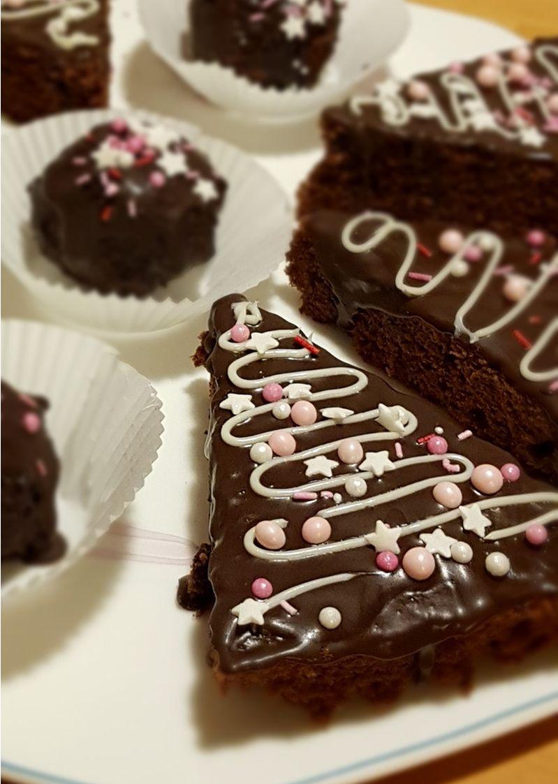 Christbäume und Cake-Pop-Pralinen aus der Weihnachtsbäckerei