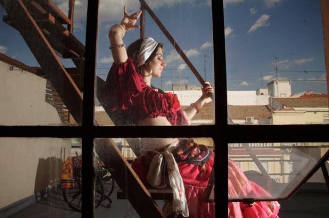 Tessi Ladera - Profesora y bailarina de danzas  étnicas y orientales | Profesora de Extredanza