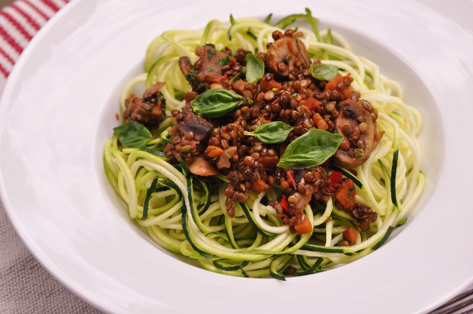 zucchini spaghetti mit linsen bolognese vegan kubiena kochblog. Black Bedroom Furniture Sets. Home Design Ideas