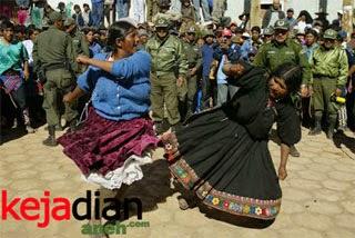 Tinku Tradisi Unik Adu Pukul di Bolivia