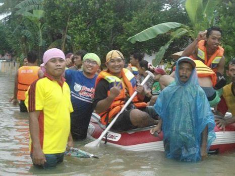 Evakuasi saat Banjir Kencong tahun 2013