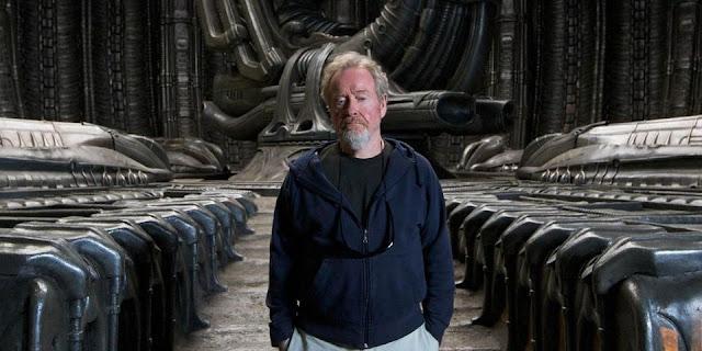 Ridley Scott dans les décors d'Alien : Covenant