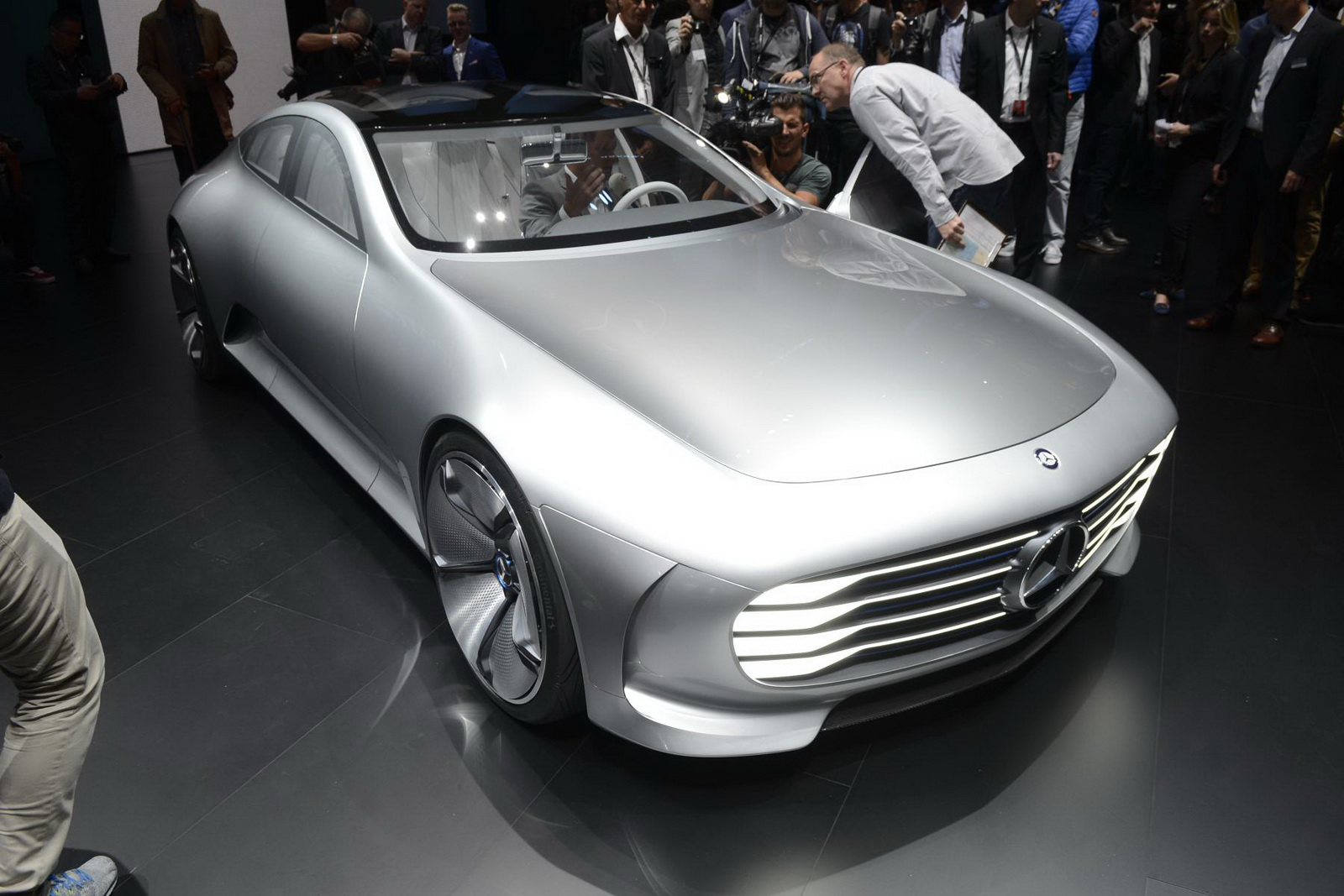 Mercedes benz 39 s tesla model s rival to debut at paris for Mercedes benz electric cars