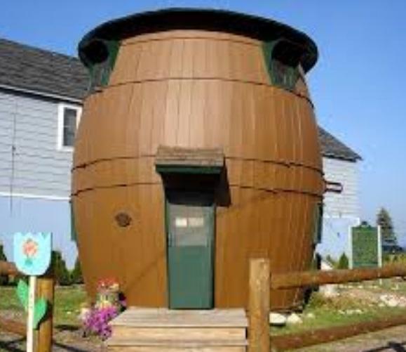 Rumah unik bentuk gentong air