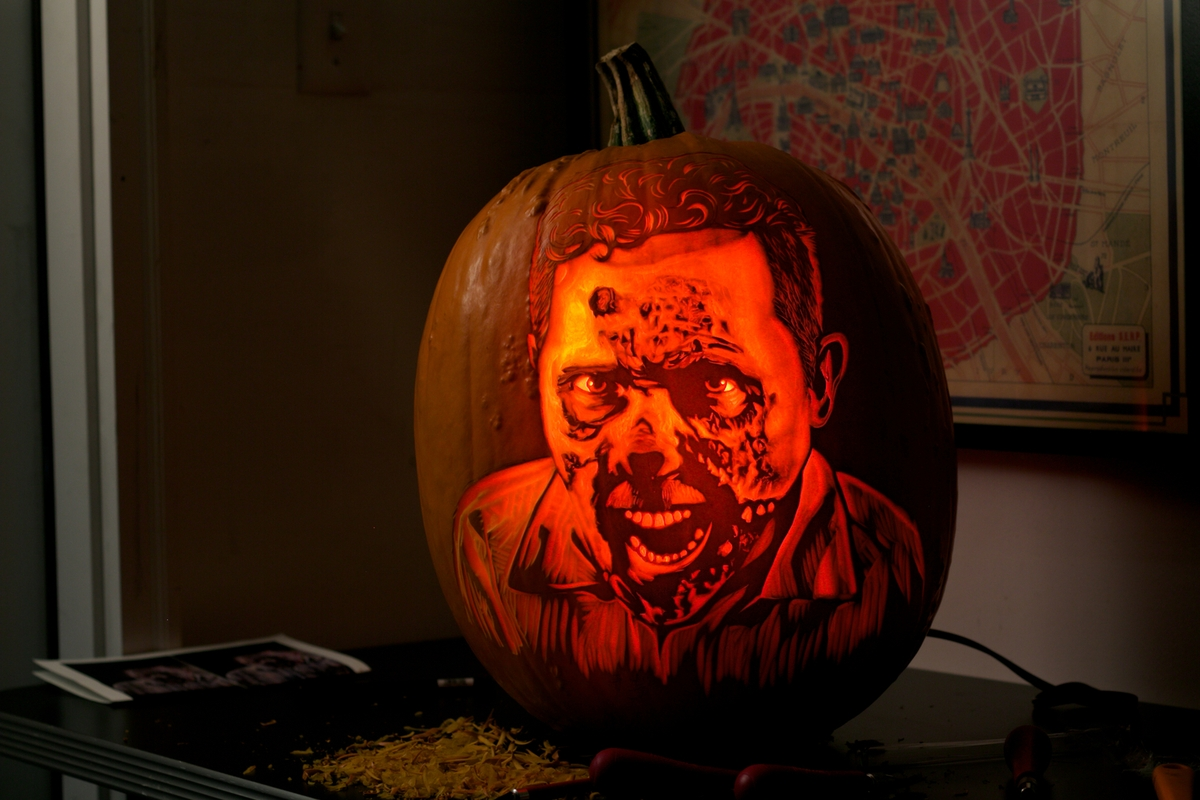 21-Zombie-Maniac-Pumpkin-Carvers-Introduce-Halloween-www-designstack-co