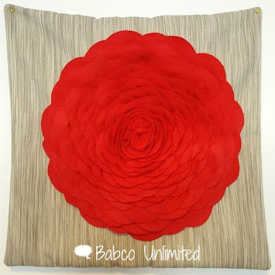 BabcoUnlimited.blogspot.com - Flower Petal Pillow
