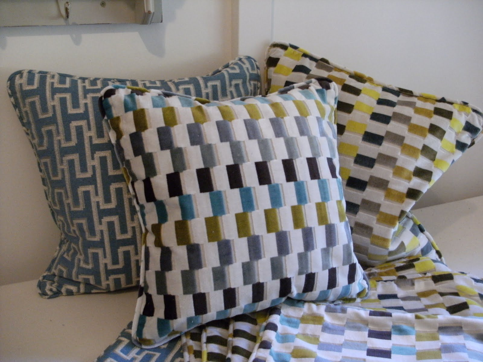 Sew Good by Deborah Good Sew a classic piped cushion cover a