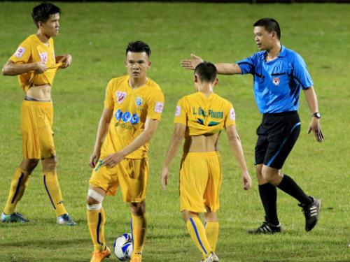 Bầu Kiên lại làm cả làng bóng đá Việt choáng váng