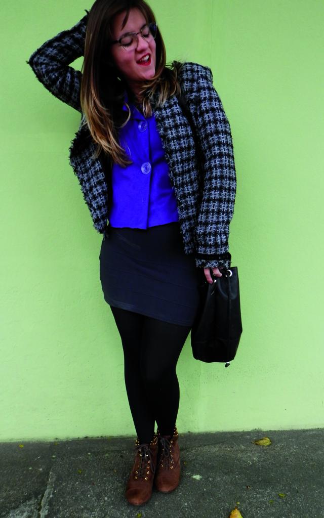 Look: Blazer xadrez com vestido (sobreposição)