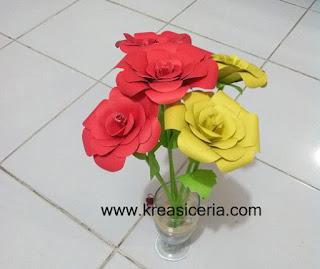 Kreasi Bunga Mawar Indah dari Kertas Warna-Warni