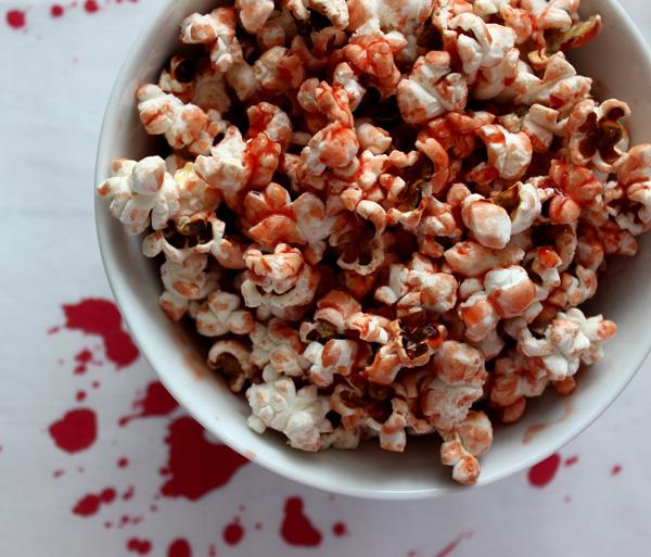 Veganes Bluttriefendes Popcorn www.eatsewsleep.blogspot.de