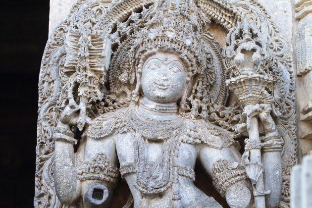 Beautiful carvings on a statue at the Hoysaleswara temple, Halebid
