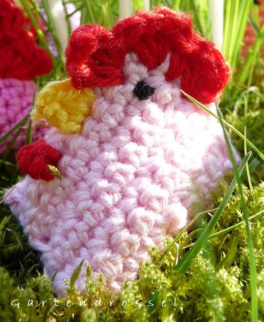 ein Hühnchen im Gras