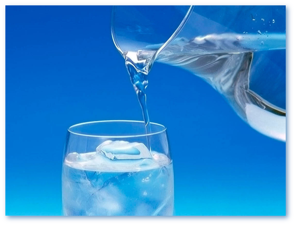 Ce fel de apa ne hidrateaza mai bine, cea plata sau cea carbogazoasa?