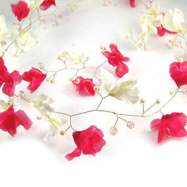 Wianek z magnolii na ślubie.