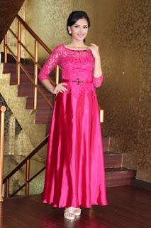 Contoh Gaun Kebaya Modern Warna Merah Muda