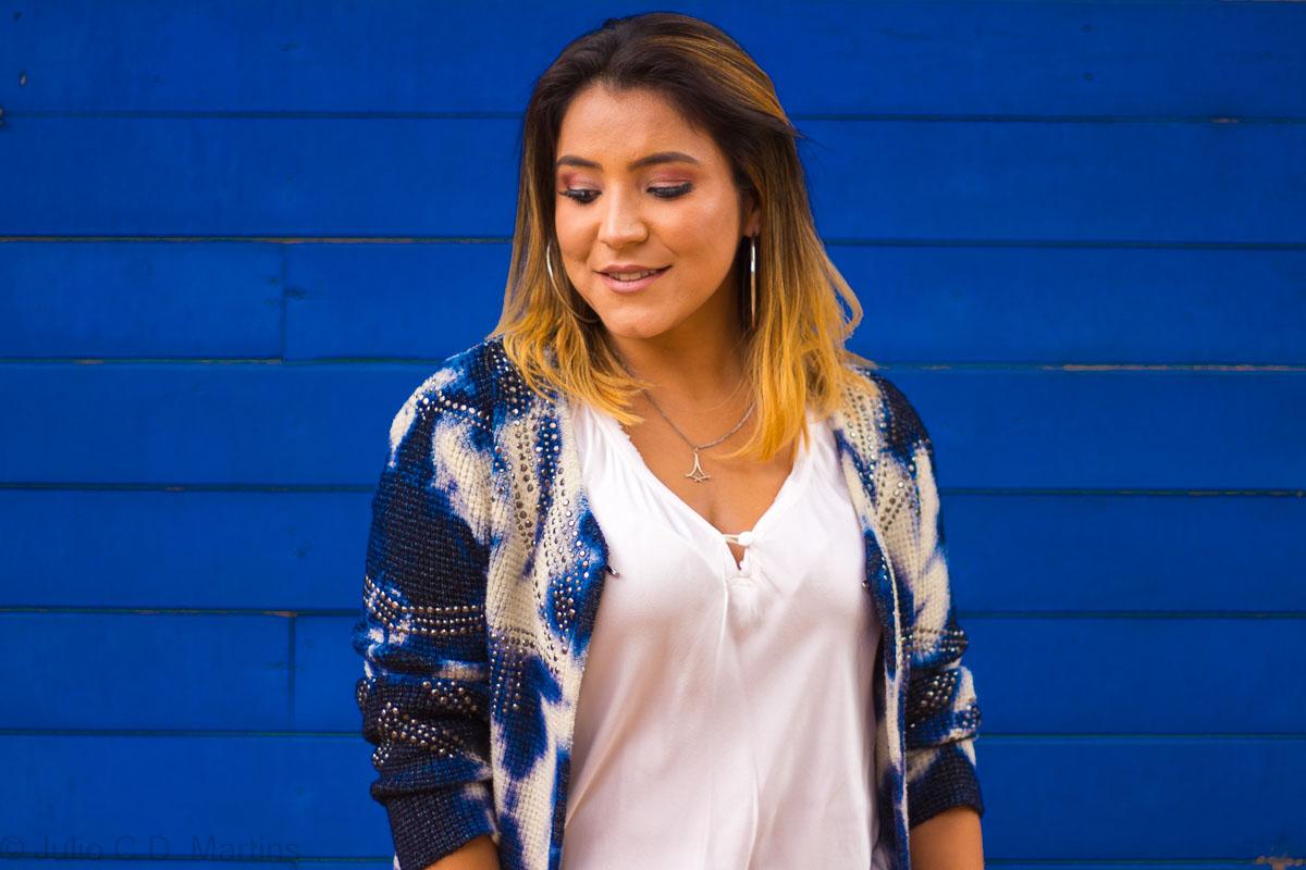 Look do dia: Calça de couro flare e casaquinho de tricot