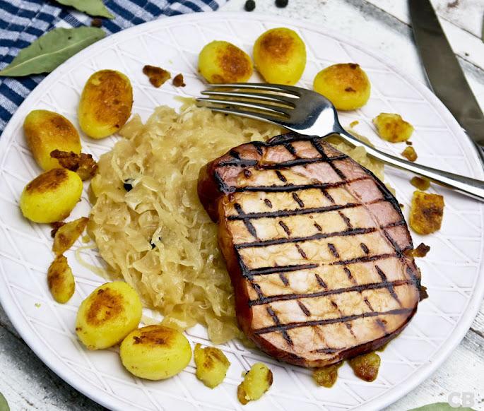 Recept Gegrilde casselerrib-steaks met langzaam gegaarde zuurkool