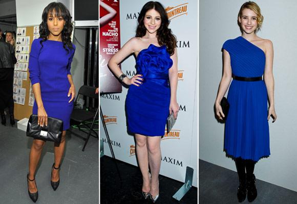 Vestido azul e sapato preto