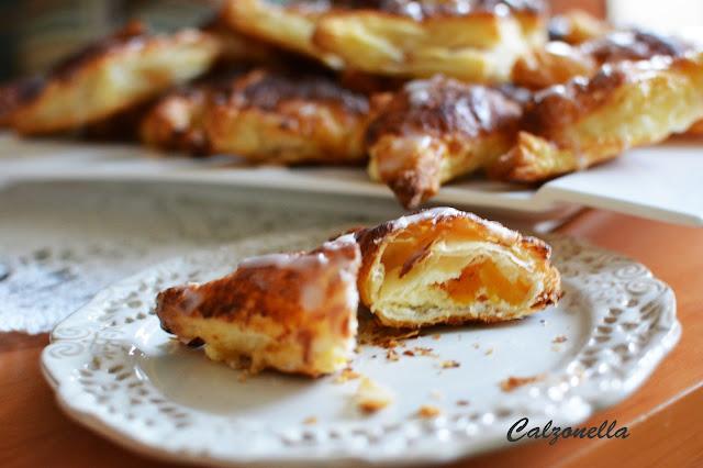 ciastka-francuskie-z-serem-i-brzoskwiniami