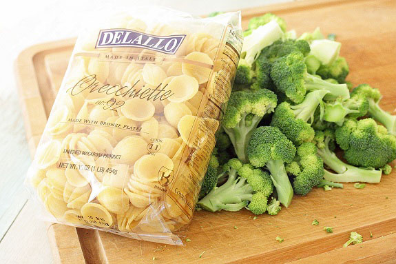 Simple and delicious dinner ideas: Easy chicken and pasta recipes with garlic and broccoli. Made Quickly, perfect for busy days