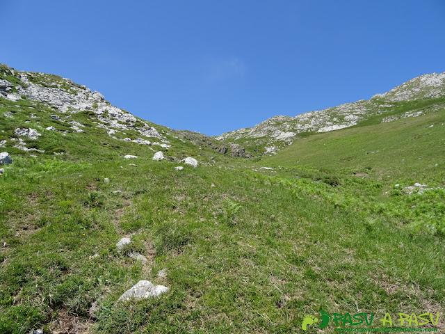 Ruta al Cueto Cerralosa y Jajao: Subiendo a la Valleja de la Cabaña
