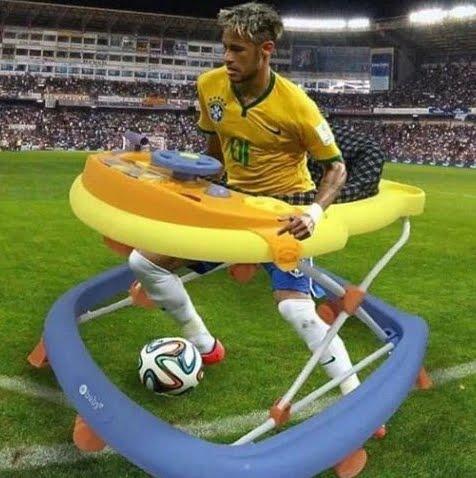 Mondiali Russia 2018: meme divertente di Neymar che fa capriole