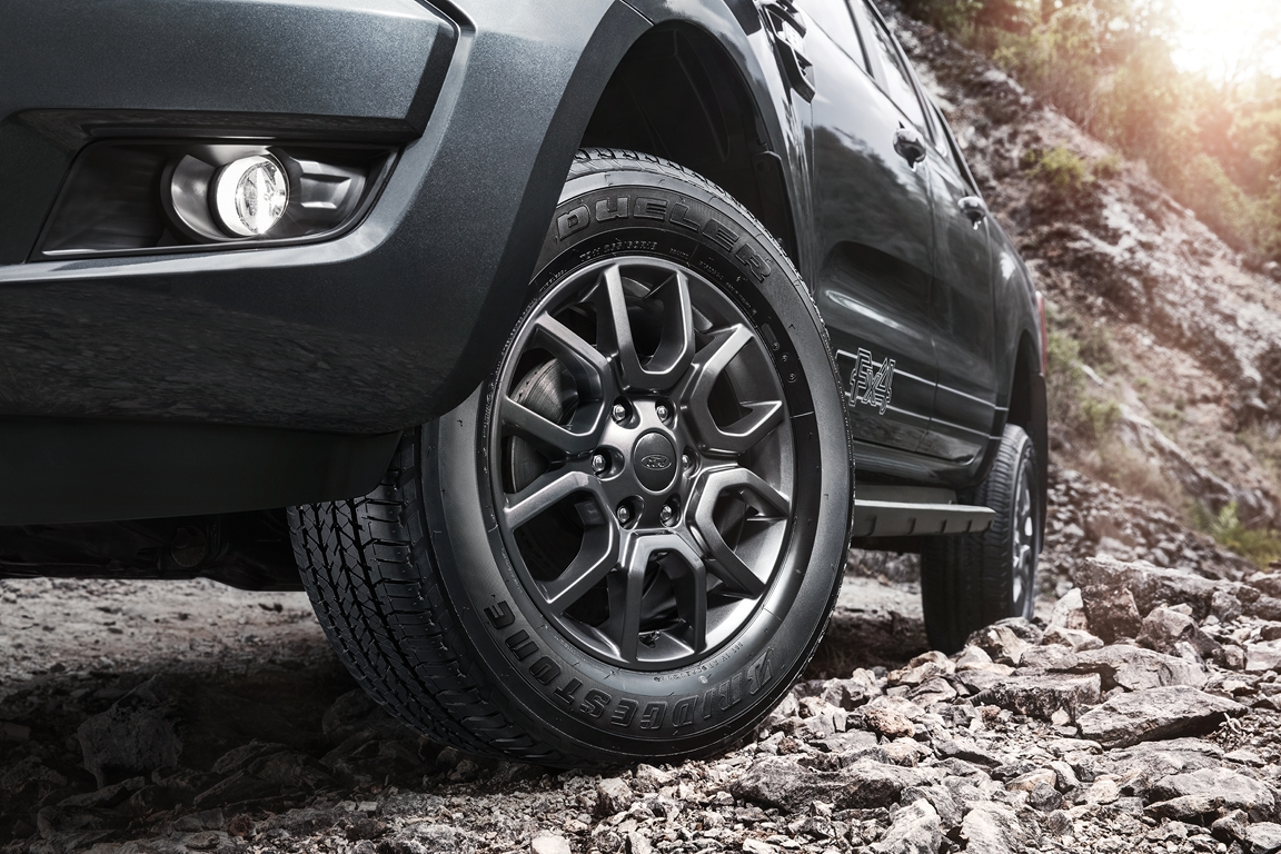 The Ford Ranger Fx4 Is Available In Aluminum Metallic Meteor Grey At Dealerships Nationwide Official On Road Pricing For New