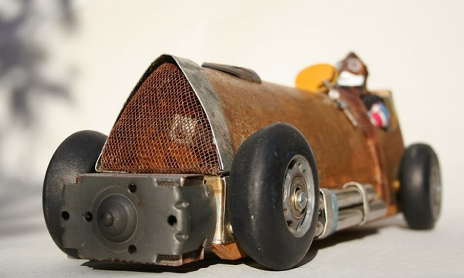 09-Macbeths-Speedster-Derek-Scholte-Recycled-Toy-Sculptures-www-designstack-co