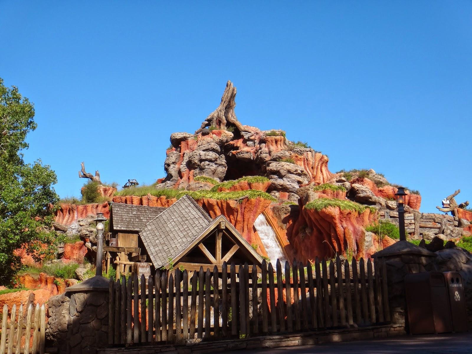 Walt Disney World Tourist: Frontierland, Magic Kingdom ...